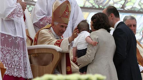 papa-benedetto-XVI-lavoro-domenica-riposo-famiglia