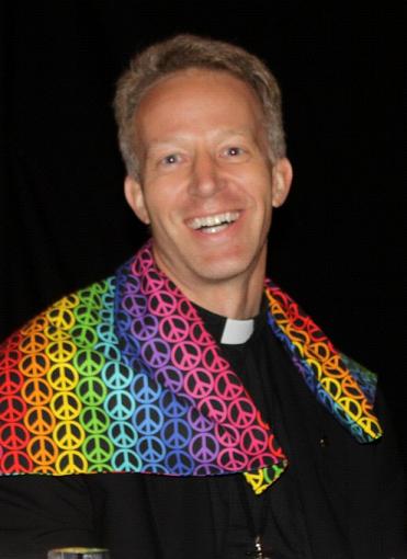 Vescovo-LGBT-371x510.png