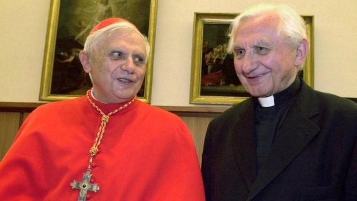 B16- y Georg Ratzinger-k4WG-RB4ObH9FvrrGsV1v7WOUh5M-1024x576@LaStampa.it