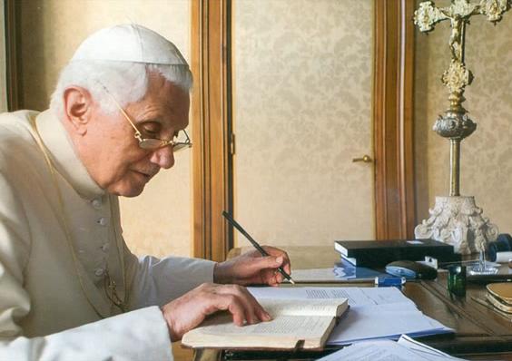 Benedetto-XVI-scrive