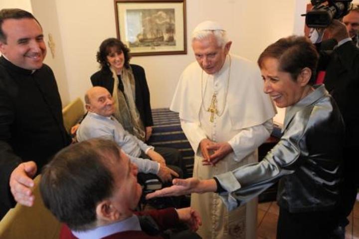 17_benedetto-xvi-incontra-anziani-comunita-sant-egidio-a