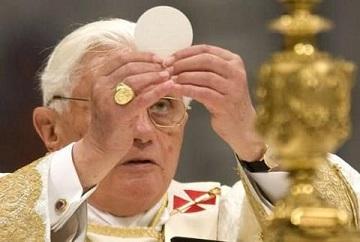 benedetto-xvi-eucaristia