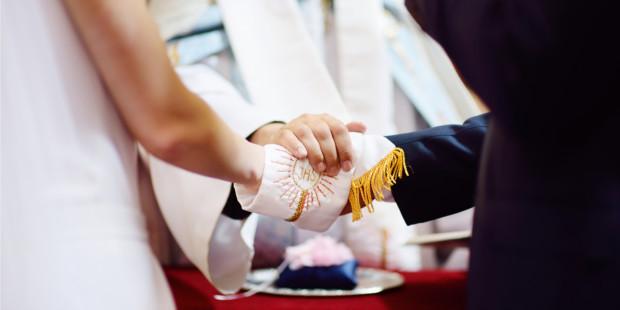 shutterstock-pretre-mariage-eglise