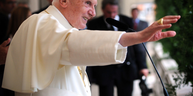 web-pope-benedict-xvi-profile-hand-uk-catholic-marcin-mazur-cc