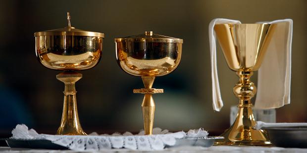 web3-chalice-church-eucharist-godong-us384065c