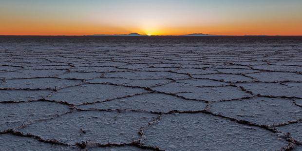 web-bolivia-salar-de-uyuni-sunset-salt-roman-korzh-cc-by-nc-nd-2-0