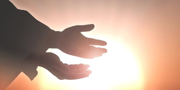 web-resurrection-hands-crist-easter-shutterstock_367162847-jacob_09